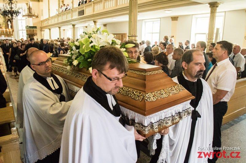 Přišli dát poslední sbohem pastorovi Kokotkovi