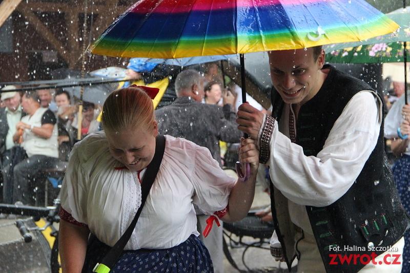 Dožínky v Gutech v dešti