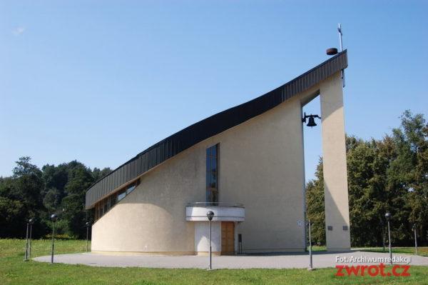 Kostel ve tvaru slzy slouží věřícím už patnáct let