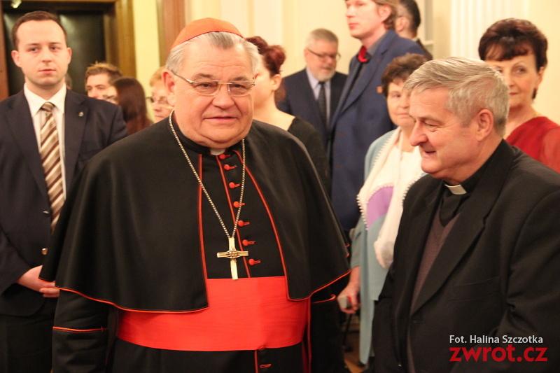 Kardinál Duka zpíval polské koledy