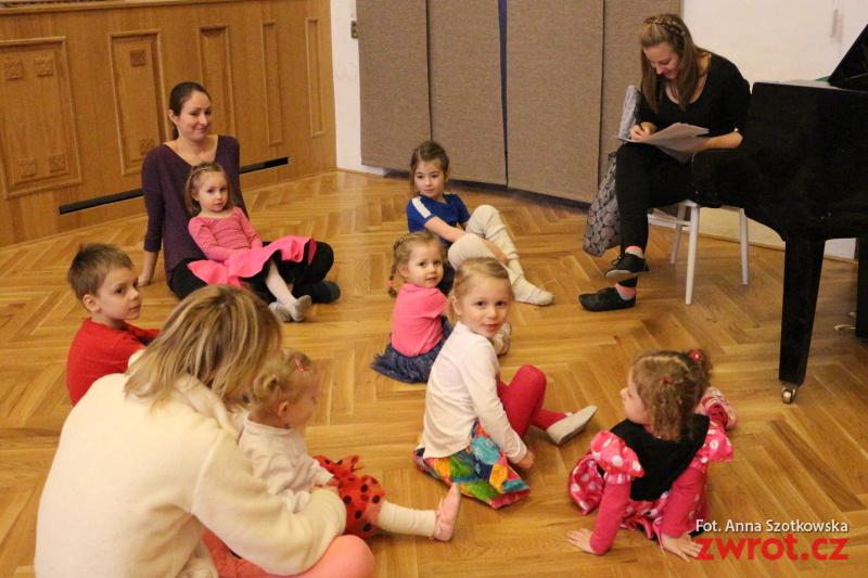 Tančí malé děti i mládež