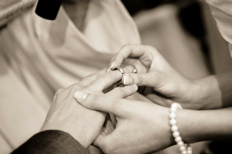 Z roku na rok méně sňatků
