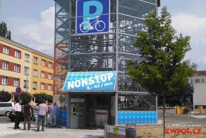 Parkovací věž pro cyklisty dostává reálnou podobu