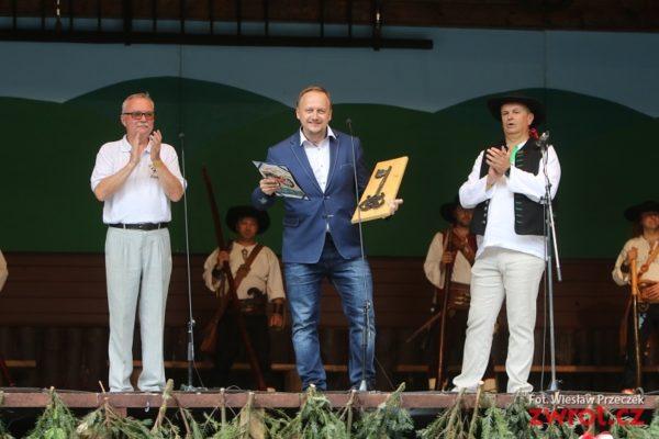 Jiří Hamrozi: Lidé by měli být hrdí na to, jaké jsou národnosti, čemu věří