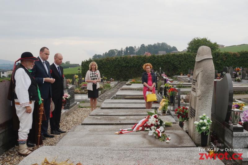 Ministr položil květiny na hrobech Niedoby a Młynka
