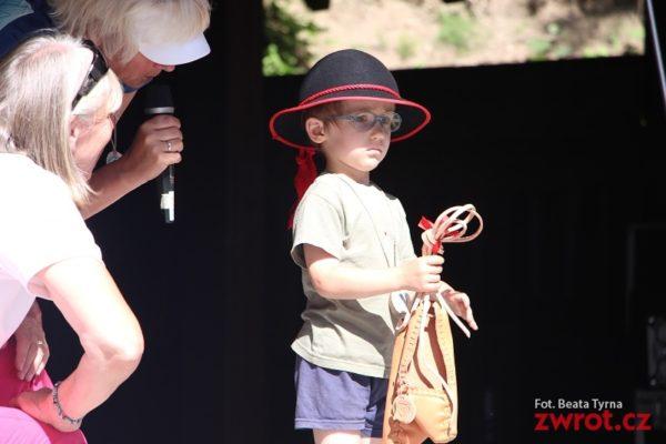 Malý turista hrdinou. Dorazil do cíle, i když měl nehodu