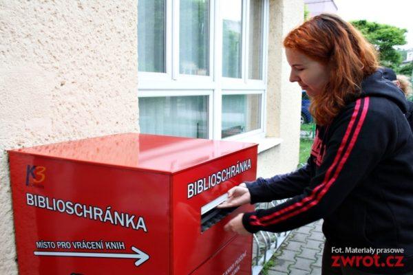 Bohumínská knihovna má nový box na vrácení knih