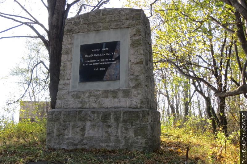 """Procházky se """"Zwrotem"""": Pomník císaře v Kojkovicích"""