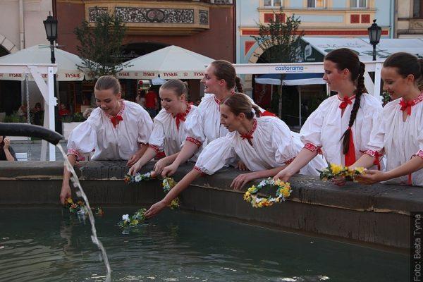 Svatojanské věnce ve Florianových vodách