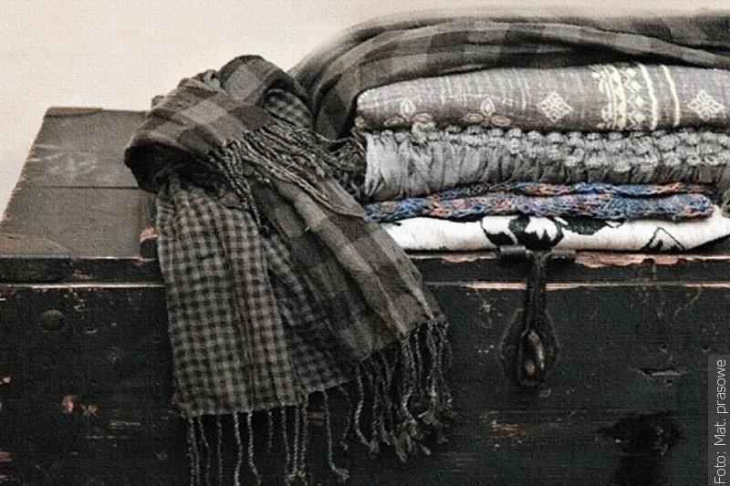 Šály a kravaty změní majitelé