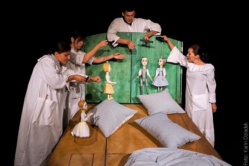 Loutková Scéna Bajka zahraje dvojjazyčné rodinné představení v Řece