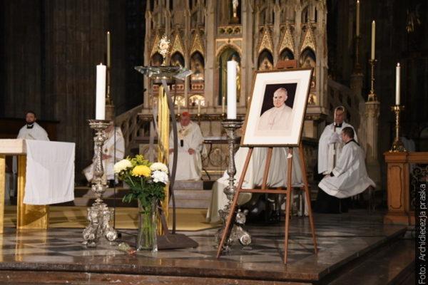 Mše v Praze na památku výročí pontifikátu Jana Pavla II