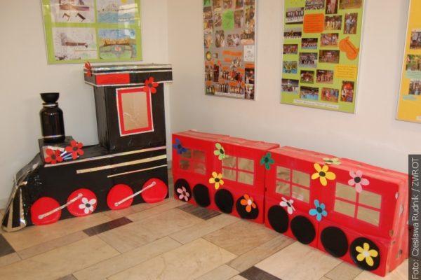 Výstava o stoleté škole