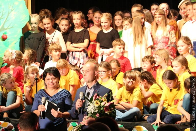 Devět dekád školy