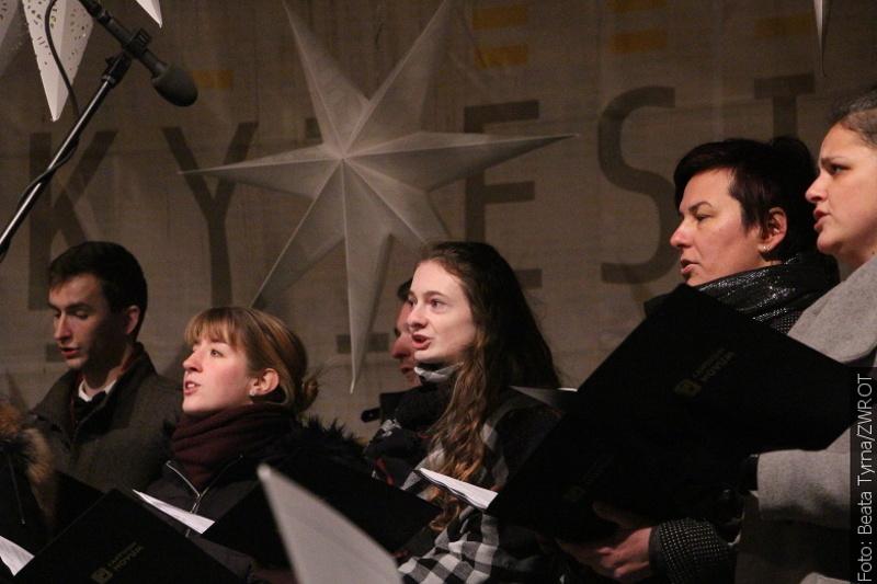 Zpívání koled na náměstí v Českém Těšíně