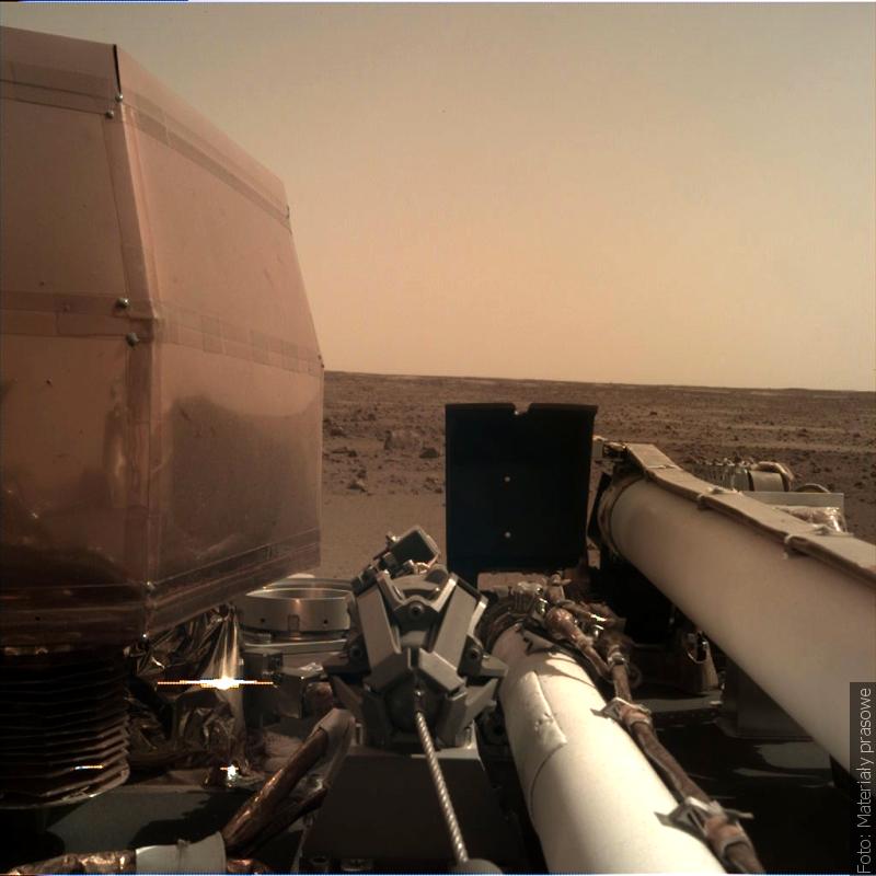 """Zwrot astronomicky: InSight s polským """"krtkem"""" přistála na Marsu"""