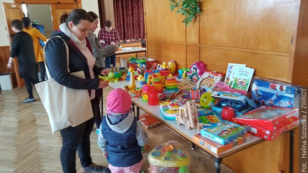 Maminky z Milíkova uspořádaly bazarek dětského oblečení