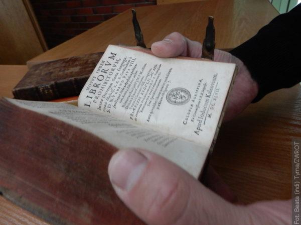 V Książnici budou zakázána díla