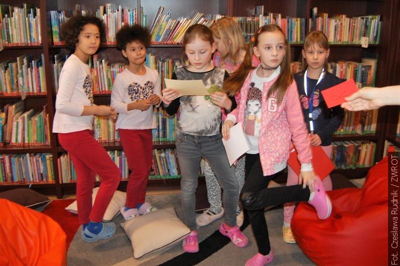 Mladí karvinští čtenáři strávili večer v knihovně
