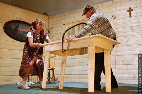 Na Velikonoční neděli opět celá Lomná se skvěle bavila na divadelním představení