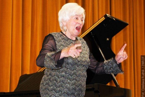 Klavíristka vystupuje už 75 let
