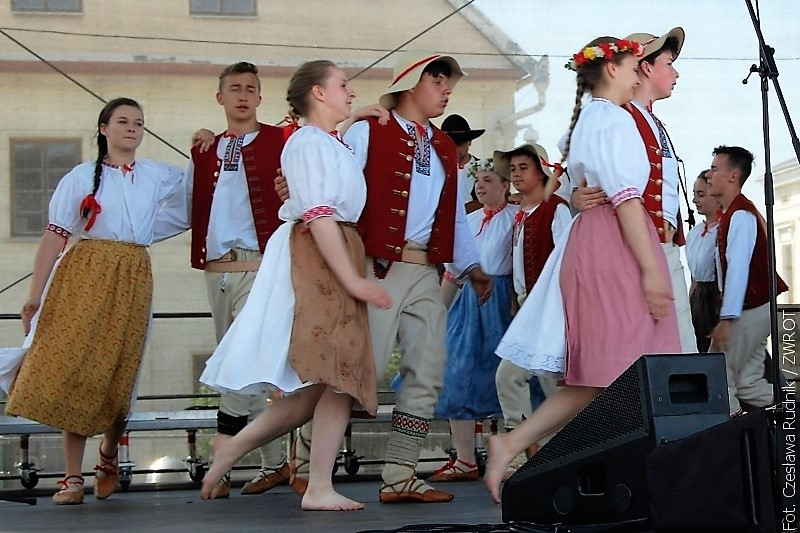 Byl představen folklor různých národů