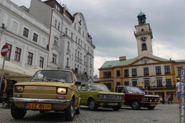 Cieszyn a Český Těšín navštívila auta z dávných dob (fotografie)