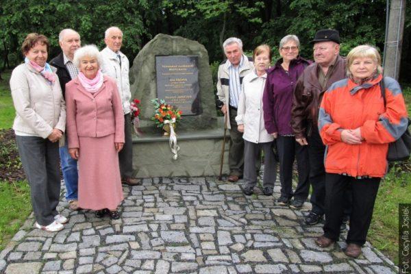 Z redakční pošty: Členové bývalého sboru Zgoda se sešli u pomníku