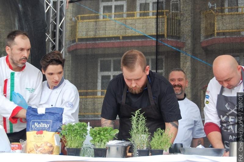 Kuchaři vařili na náměstí