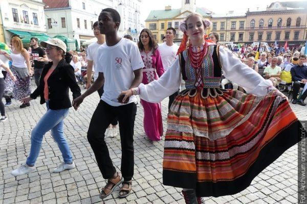 Studenti polské letní školy pro cizince představí v Cieszyně folklor své země