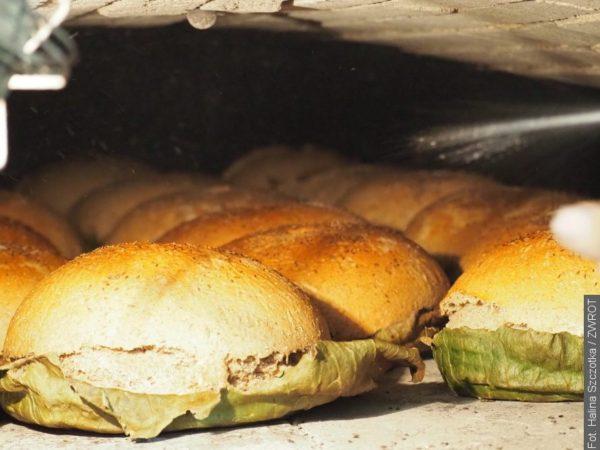 V Gutech pečou chléb na dožínky