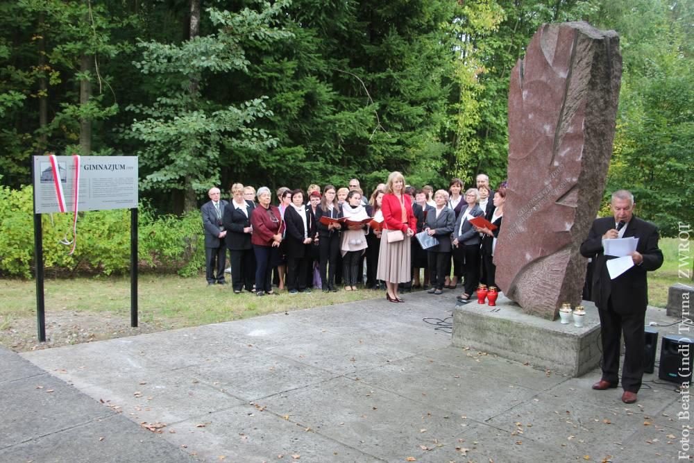 U pomníku orlovského polského gymnázia byla odhalena informační tabule