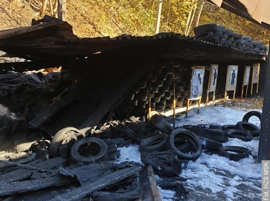 V Třinci hořely pneumatiky v areálu střelnice