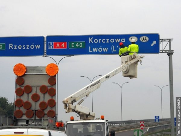 Dvojjazyčné nápisy také na polské straně