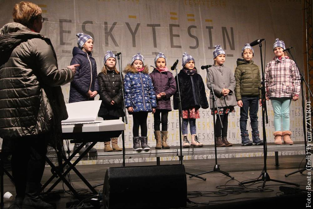 Na českotěšínském náměstí se zpívalo koledy