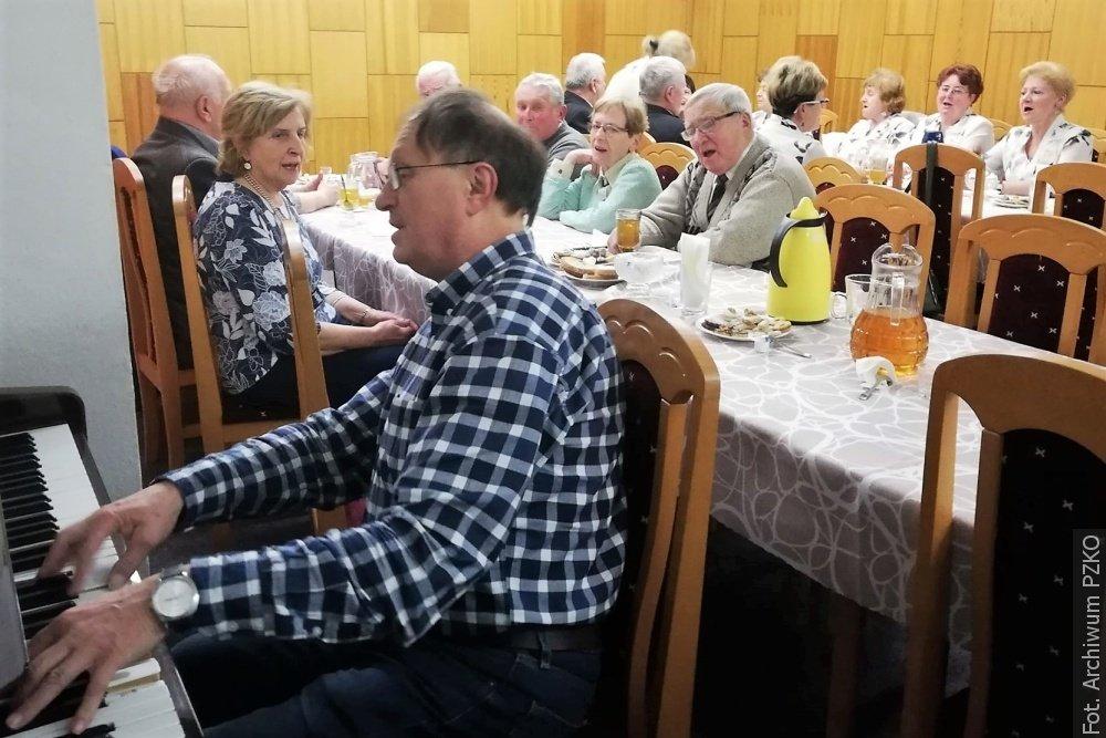 Z redakční pošty: Členové PZKO z Dolní Lutyně koledovali společně s Olzankami