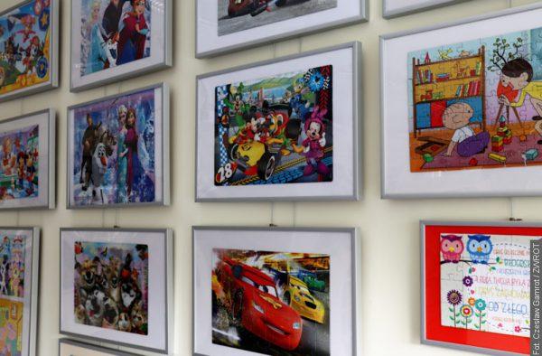 Výstava obrazů z puzzlí