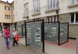 Výstava starých pohlednic Visly probíhá v plenéru
