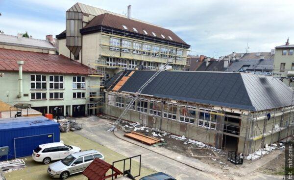 Rekonstrukci budov gymnázia komplikuje stav objektu a medializace Covid-19