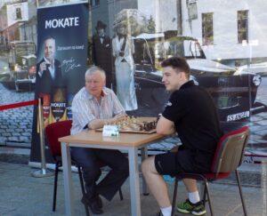 Šachový velmistr Anatolij Karpov v Ustroni