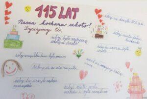 Děti ve Vendryni připravily plakát s přáním pro školu, která slaví 115 let