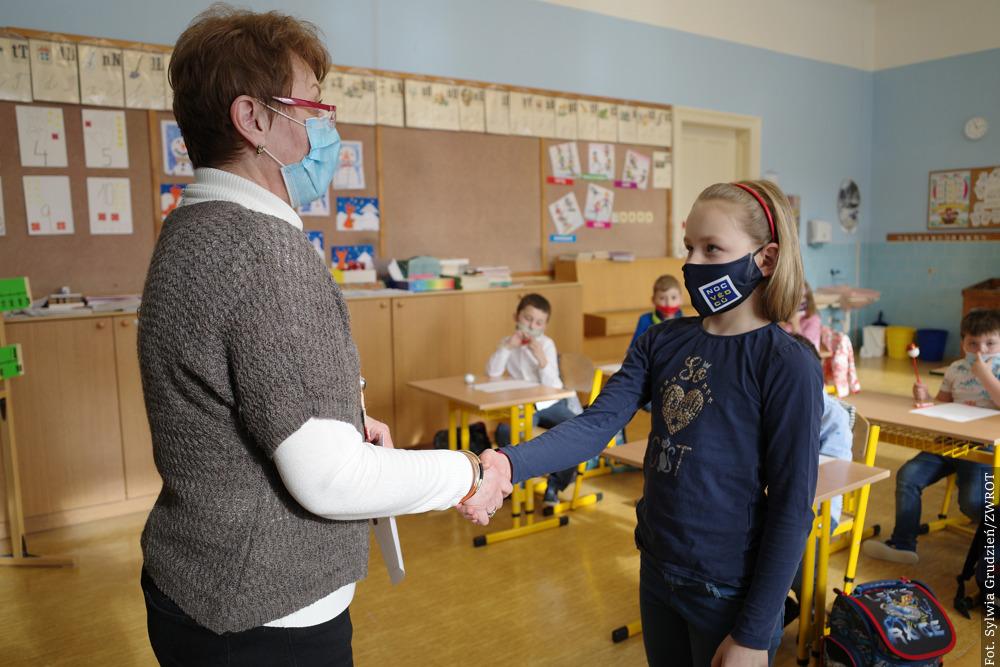 Děti ze školy v  Oldřichovicích obdržely  vysvědčení za první pololetí