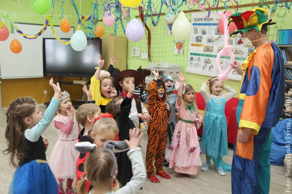 Děti v Albrechticích si užily maškarní ples