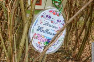 Velikonoční hra na zahradě školy v Hnojníku