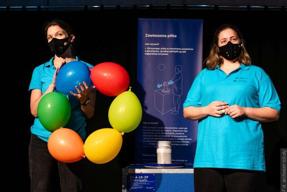 Žáci z Orlové se účastnili online vyučování s Vědeckým centrem Koperník ve Varšavě