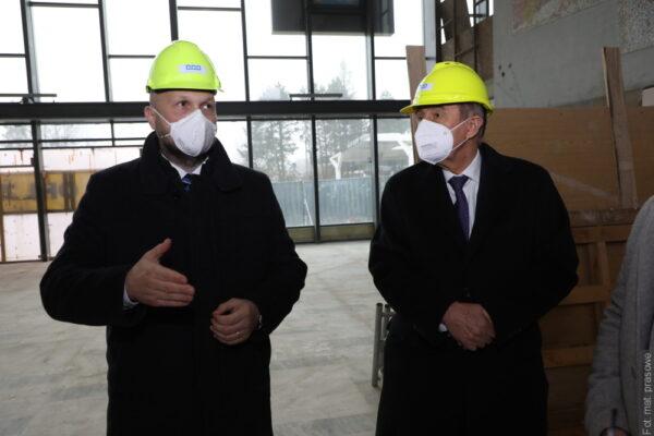 Premiér Andrej Babiš navštívil Havířov. Prohlédnul si nádraží i očkovací centrum