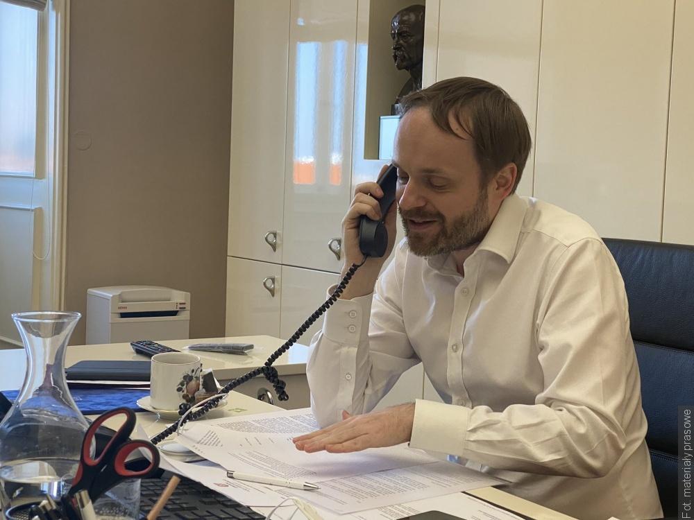 Telefonický rozhovor českého a polského ministra zahraničí