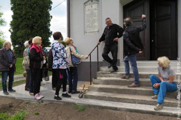 Místo každoroční cesty po Evropě se vydali na procházku do Koňákova