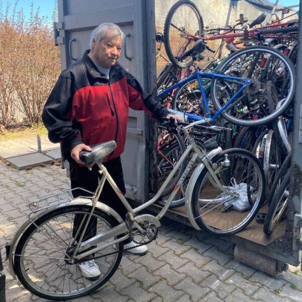 Skončila charitativní sbírka jízdních kol pro Afriku. Lidé letos darovali tři sta bicyklů
