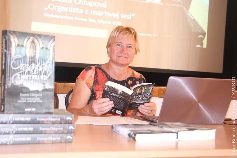 """Danuta Chlup – autorka knihy """"Varhaník z mrtvé vesnice"""" byla hostem setkání Matice Ziemi Cieszyńskiej"""